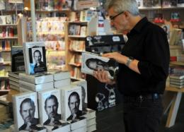 A man reads a biography of Apple co-founder Steve Jobs in 2011