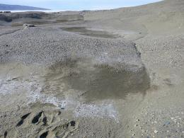 Antarctic salty soil sucks water out of atmosphere: Could it happen on Mars?