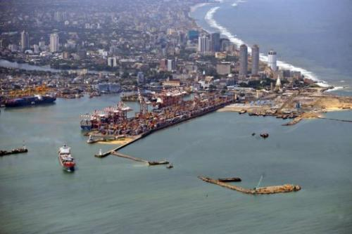 A patch of oil reached the coast of Wellawatte in Colombo, the coast conservation department said