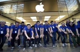 Apple sets record for company value at $623B