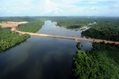 Brazil's Supreme Court has approved the resumption of work on the huge Belo Monte dam in the Amazon