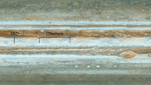 Cassini spies wave rattling jet stream on Jupiter