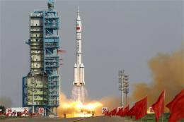Chinese spacecraft en route to orbiting module
