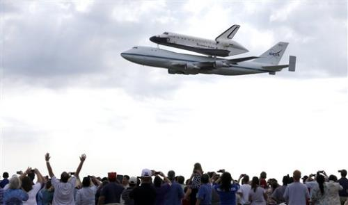 Endeavour leaves Houston for new home in Calif.