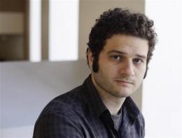 Facebook billionaire shuns luxury for startup life (AP)