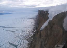 Greenland glacier loses ice