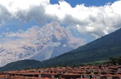 Guatemala volcano erupts outside tourist center