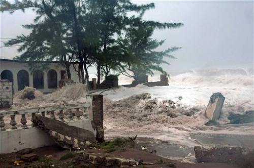 Hybrid of Sandy, winter storm threatens East Coast