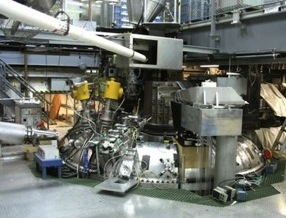 Hydrogen beam injector guides plasma physics research