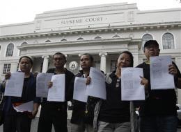 Media groups, Filipinos protest tough cyber law