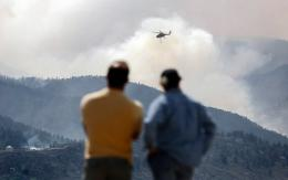 More firefighters have been called up to help fight a raging wildfire in the western US state of Colorado