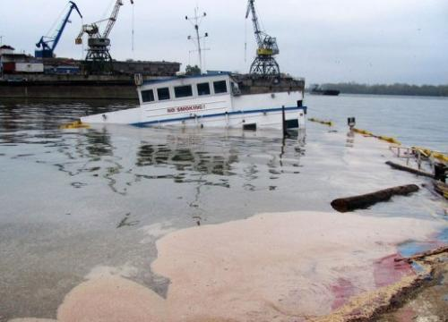 Oil slicks around a barge that sank in a bay near Bulgaria's largest Danube port of Ruse