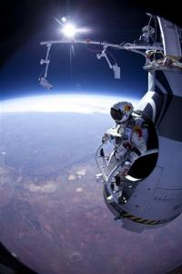 Parachutist makes second stratospheric leap