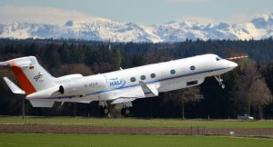 Research aircraft--Measuring atmospheric trace gases at 15K