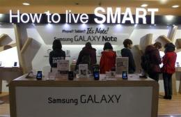 Samsung 4Q profit rises 17 pct on smartphone sales (AP)