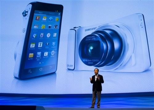 samsung unveils voice controlled camera samsung unveils voice controlled camera 500x357
