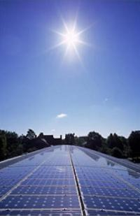 Scientists design solar cells that exceed the conventional light-trapping limit