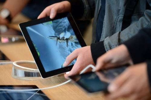 The device is expected to have a screen of 7.85 inches (20 centimeters) compared with 9.7 inches for the current iPad