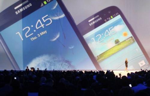 The Galaxy S3 boasts a 4.8-inch screen (12.2cm)