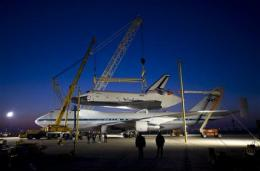 Weather forecast delays shuttle's arrival to NYC (AP)