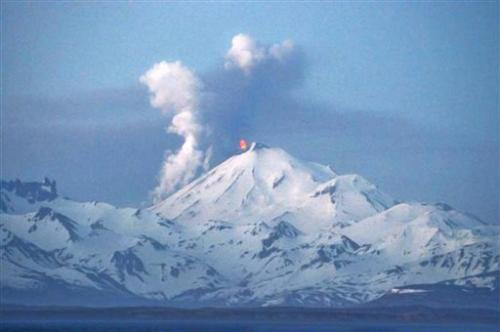 Alaska volcano shoots ash 15,000 feet into the air
