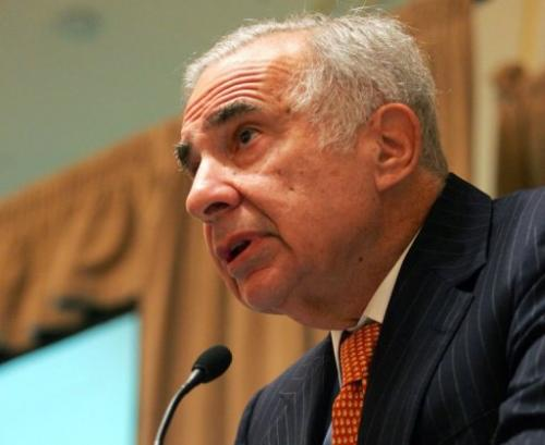 Carl Icahn speaks at a media conference on February 7, 2006 in New York City
