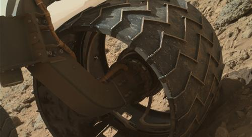 Curiosity team upgrades software, checks wheel wear