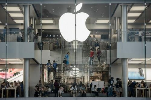 Customers are seen in the Hong Kong Apple store on September 20 2012