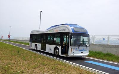 KAIST's wireless Online Electric Vehicle, OLEV, runs inner city roads