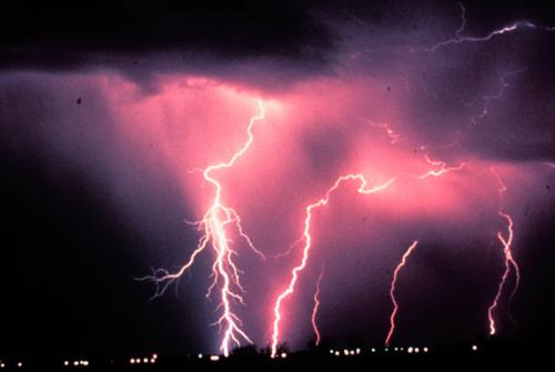 Lightning strokes can probe the ionosphere