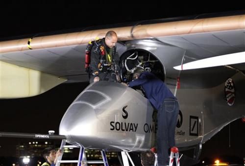 Solar plane lands in Ariz., 1st leg of major trip