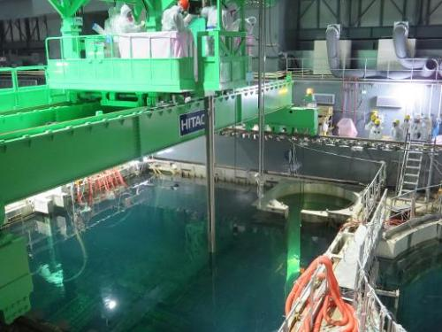 This handout picture taken by Tokyo Electric Power Co (TEPCO) on November 18, 2013 shows nuclear fuel rods being removed from th