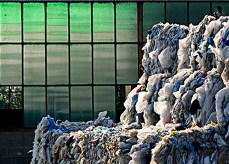 Сортировка пластиковых отходов при помощи магнита