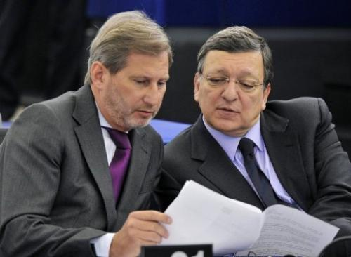 European Commission President Jose Manuel Barroso (R) and EU commissioner Johannes Hahn in Strasbourg, January 15, 2013
