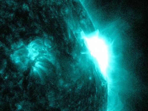 NASA's SDO observes mid-level solar flare