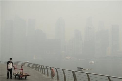 Singapore haze at worst yet, Malaysia schools shut
