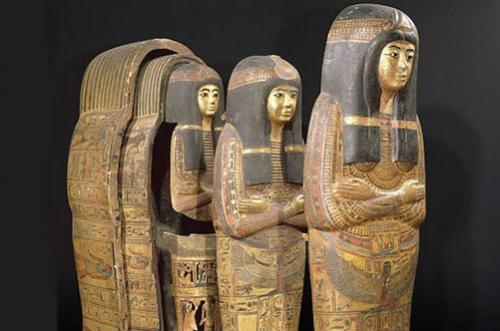 One mummy--many coffins