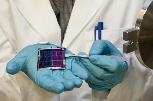 Understanding what makes a thin film solar cell efficient