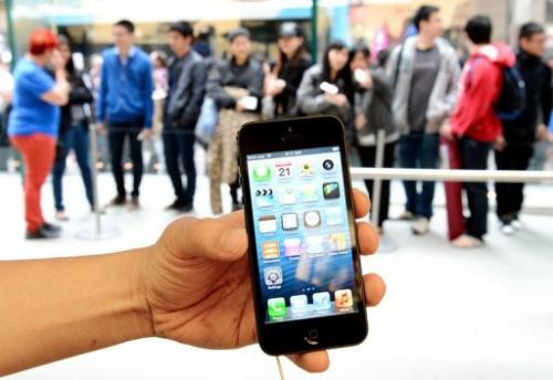Apple's iPhone 5 is shown outside the US company's flagship store in Sydney,  September 21, 2012