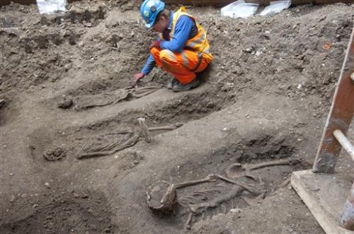 London rail workers find likely plague burial pit