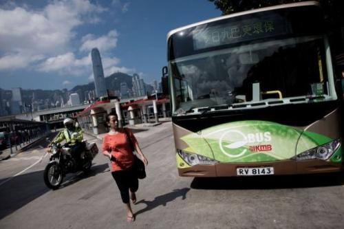 3 awomanwalksp Hong Kong begins using electric bus