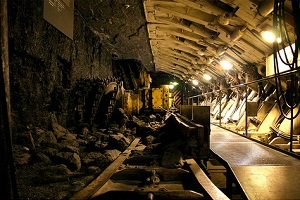 Experimental blasts predict tunnel collapse severity