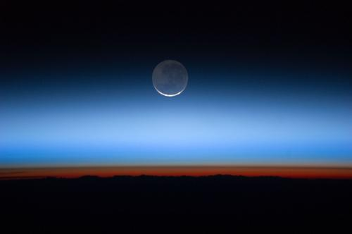 Astronomers solve temperature mystery of planetary atmosphere