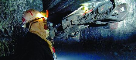 Adopting new mining technology: Finding a balance between leading and bleeding