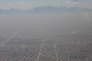Pollution plumes in Paris air are richer in gaseous aromatic compounds than in Los Angeles