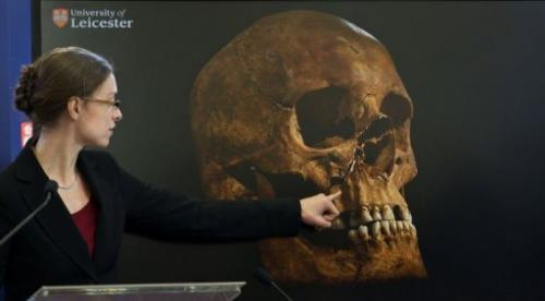 Dr Jo Appleby of Leicester University points to an image of king Richard III's skull on February 4, 2013