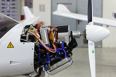 Electric hybrid drives for aircraft