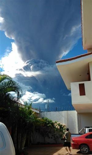 El Salvador begins evacuations near volcano