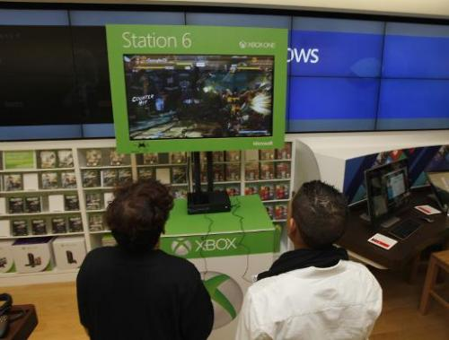 Fans play a game at a Microsoft retail store in Houston, Texas, on November 21, 2013