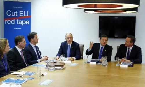 (From L, in the background) Italian Prime Minister Enrico Letta, European Commission President Jose Manuel Durra Barroso and Bri